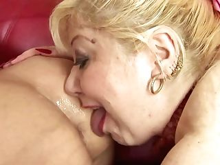 Pissing And Fist Insertion Joy With Matures Mothers
